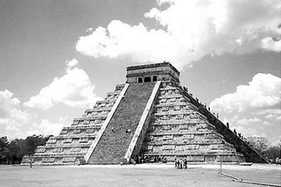 (这是牛皮鼓同学的图)  太阳金字塔  数世纪之后,一支巨魔找到了