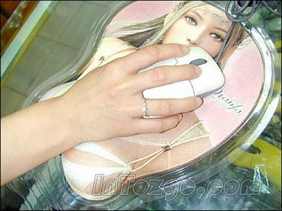 日本美女乳房艺术照图片动态图_日本美女主播胸大遭投诉大胸妹子的苦恼平胸