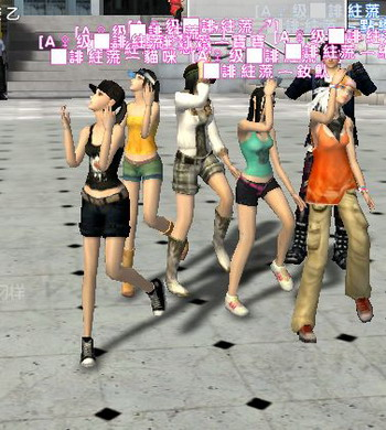 姐姐妹妹跳起来打造舞街区美丽风景