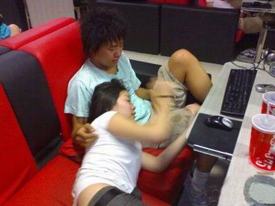 网吧性爱视频_透视上海网吧