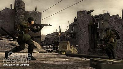 在游戏中,当你射击玻璃时,碎屑会以真实的物理效果向相应的方向飞散而
